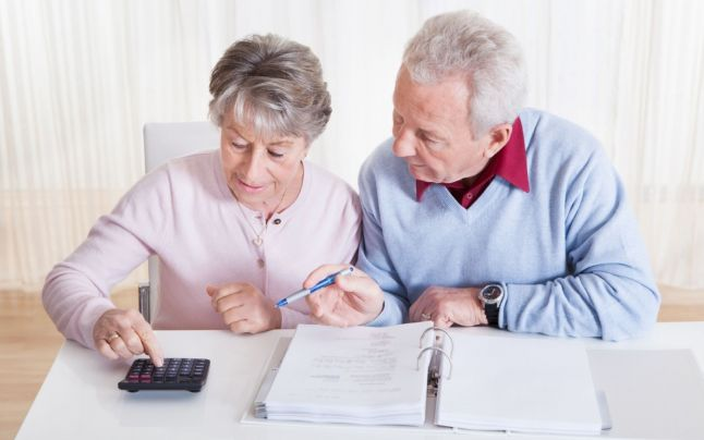 Csökkenhet a nyugdíjkorhatár – nézze meg, kik mehetnek hamarabb nyugdíjba